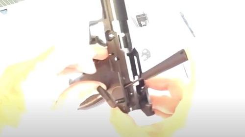 Paso 3 Desarme Conjunto Disparador HK USP